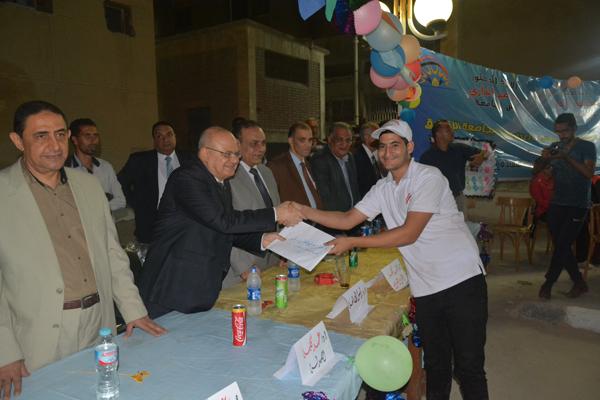رئيس جامعة الزقازيق يشارك  في الحفل الختامي للفوج الثالث لمعسكر إعداد القادة ويكرم المتميزين