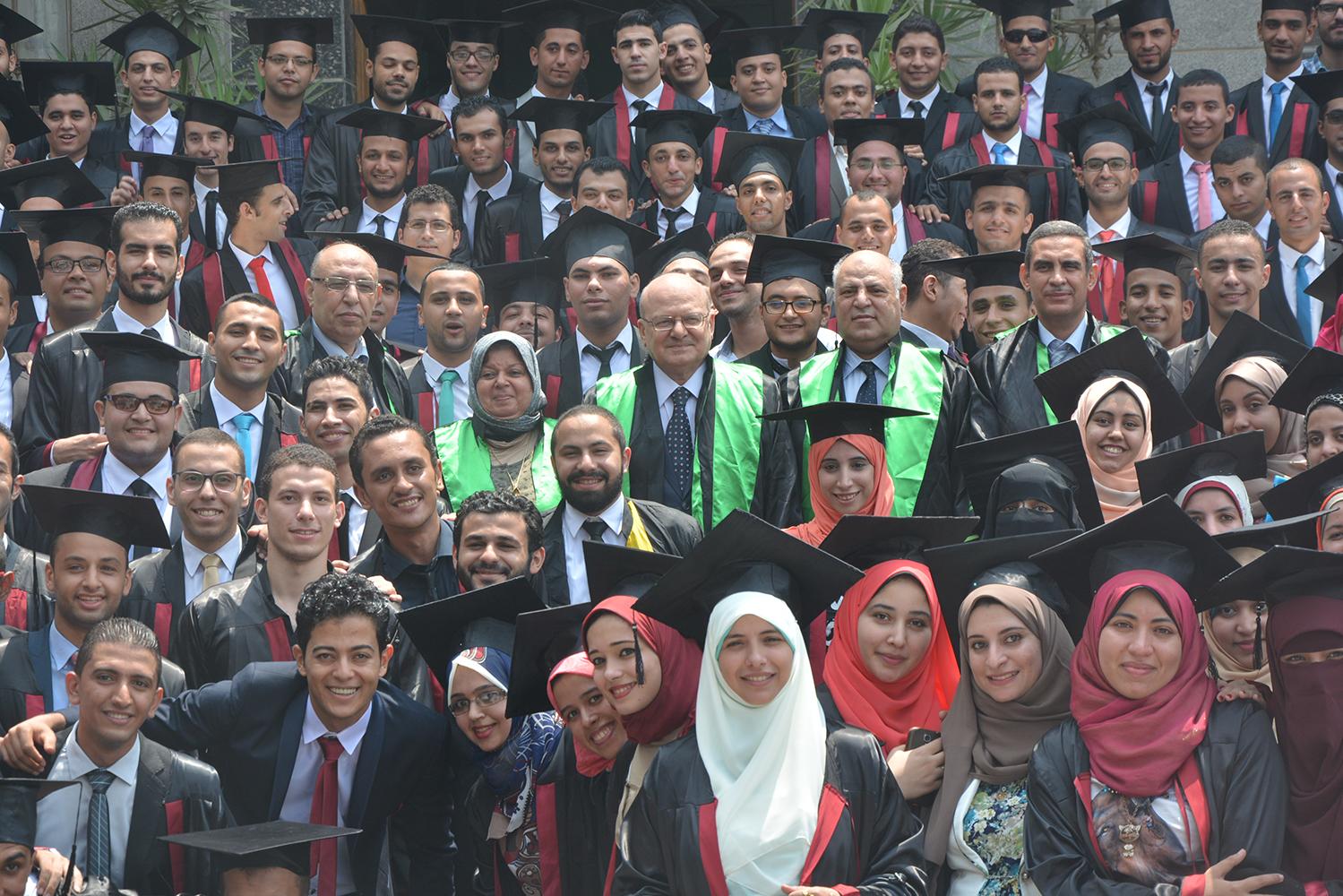 رئيس جامعة الزقازيق يشارك فى احتفالية تخريج الدفعة( 34 ) لقسم  الهندسة المدنية