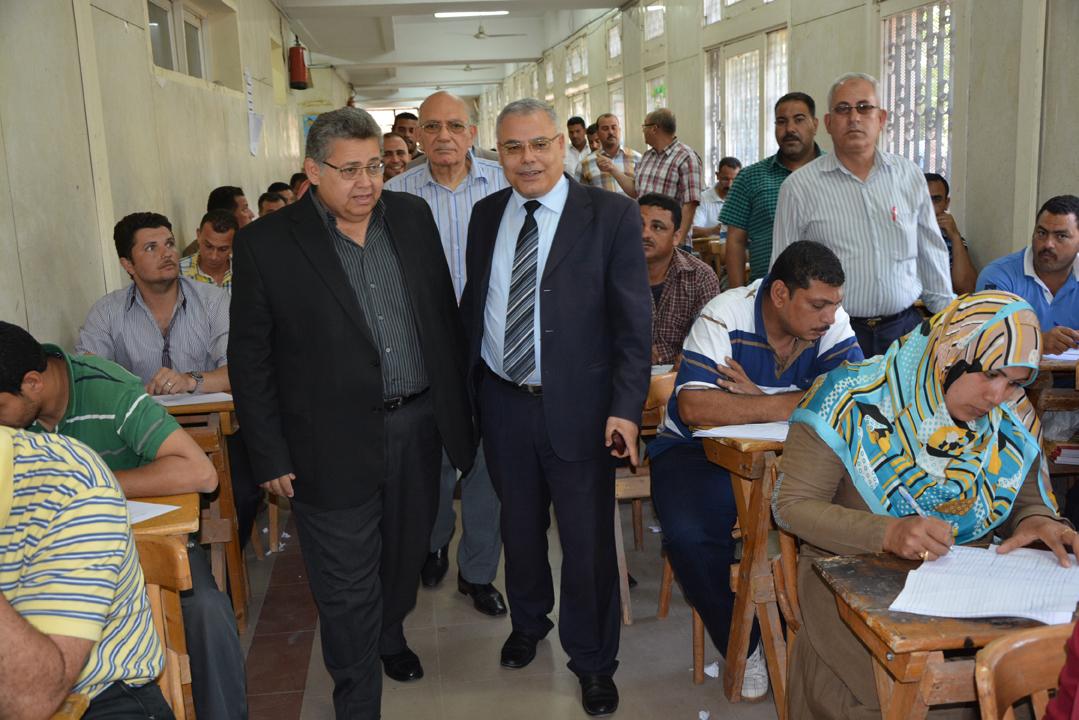 د. أشرف الشيحي رئيس الجامعة يتفقد لجان امتحانات التعليم المفتوح