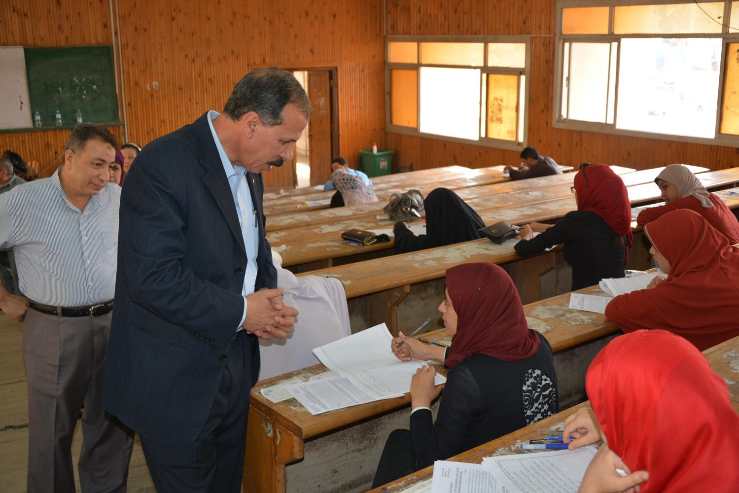 د. عبدالحكيم نور الدين يتفقد لجان كلية الآداب اليوم وانتظام أعمال الامتحانات بجامعة الزقازيق