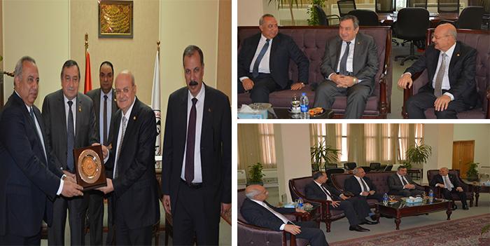 رئيس وزراء مصر الأسبق في ضيافة جامعة الزقازيق