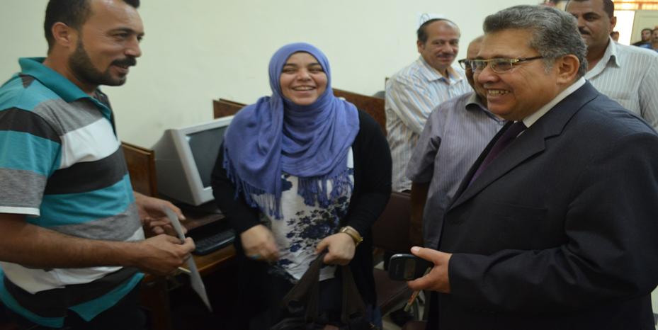 د. أشرف الشيحي رئيس جامعة الزقازيق يتفقد سير أعمال التنسيق الإلكتروني بالجامعة