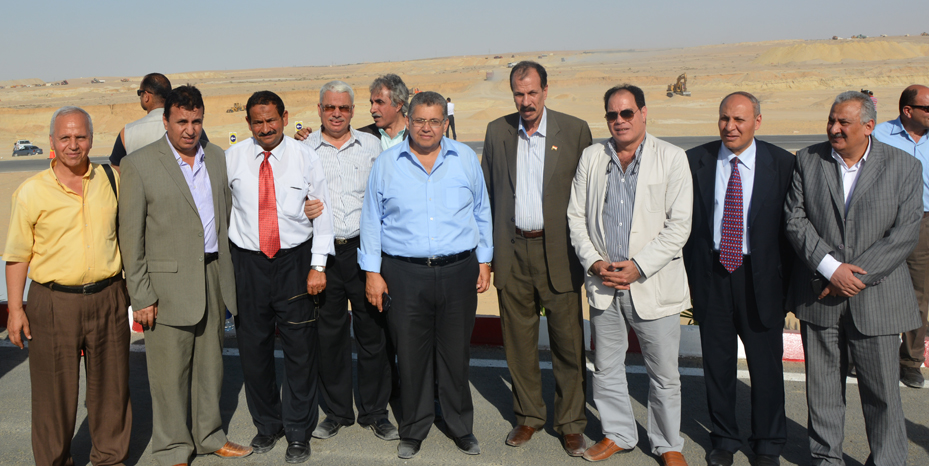د.أشرف الشيحي علي رأس وفد جامعة الزقازيق  في زيارة لمشروع قناة السويس الجديدة