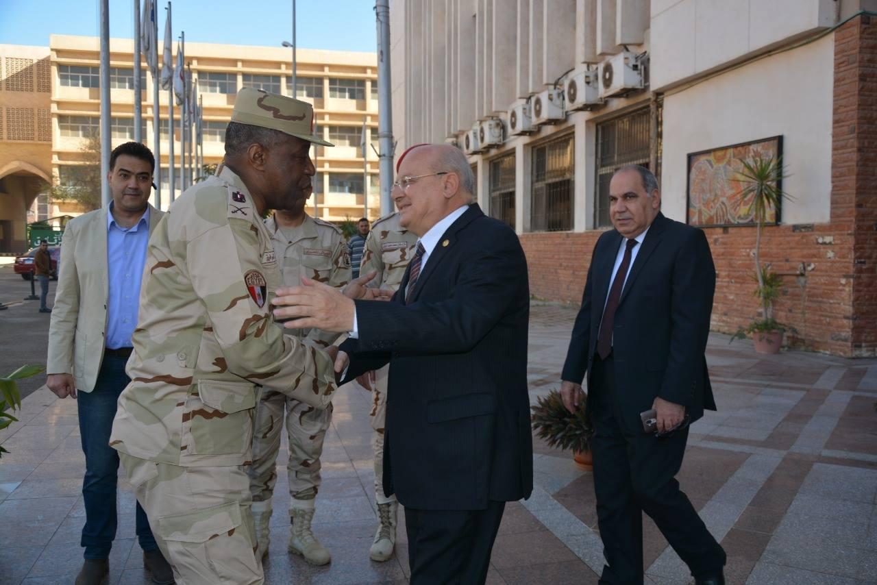 d21806e97 ... رئيس جامعة الزقازيق يستقبل قائد قوات الدفاع الشعبي والعسكري صباح اليوم  ...